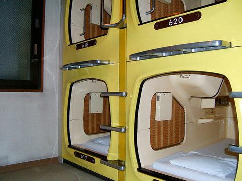 Спальные капсулы в Токио, Япония