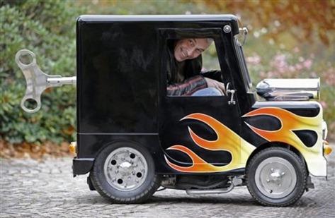 The-worlds-smallest-mini-car_thumb