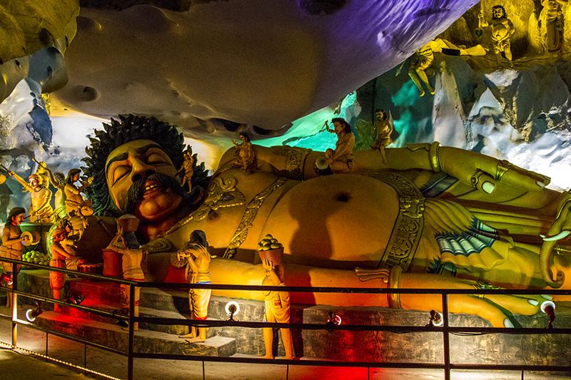 Статуя в пещере Рамаяна