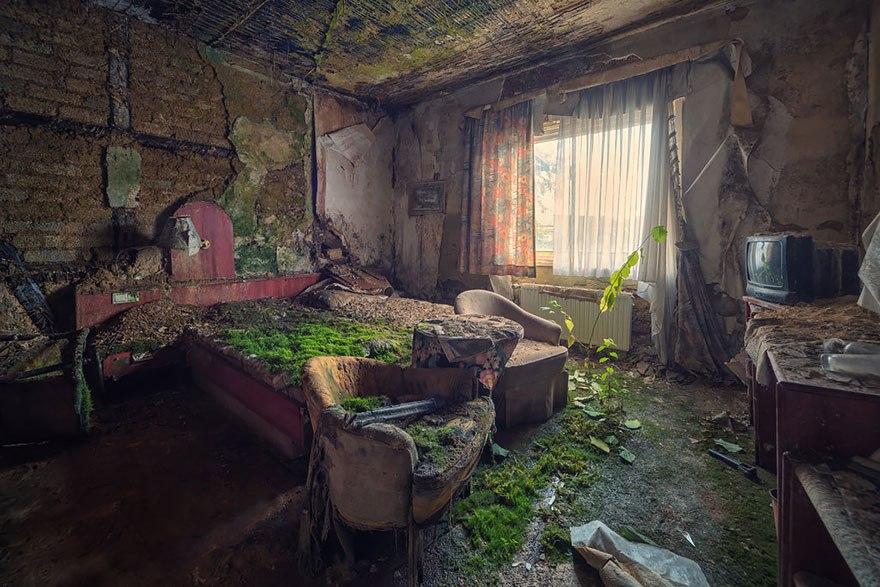 Покинутый гостиничный номер.