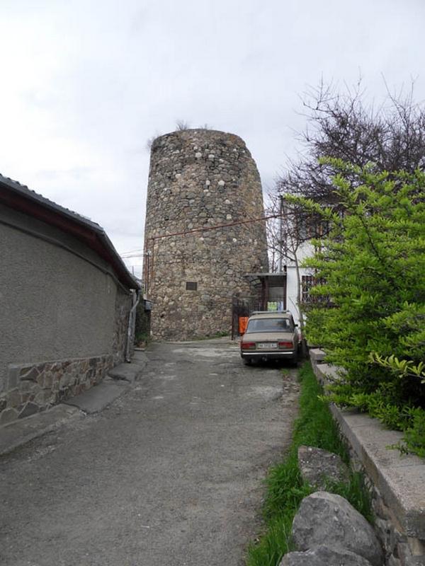 Сохранившаяся часть крепости Алустон