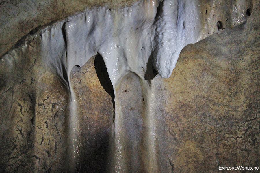 Темная пещера Бату