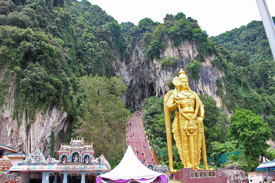 Вход в храмовый пещерный комплекс Бату