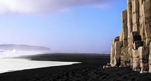 Необычные места планеты: Черный пляж (Исландия)