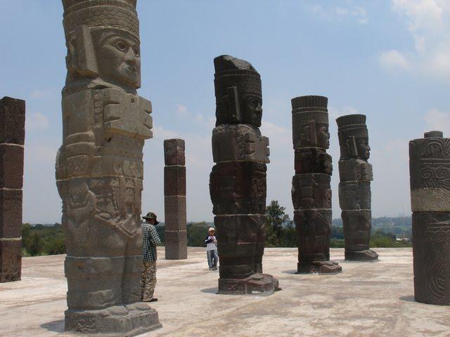 статуи атлантов из Тулы