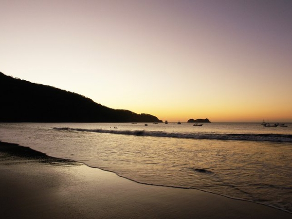 Пляж Плайя-де-Оса Хермоза.