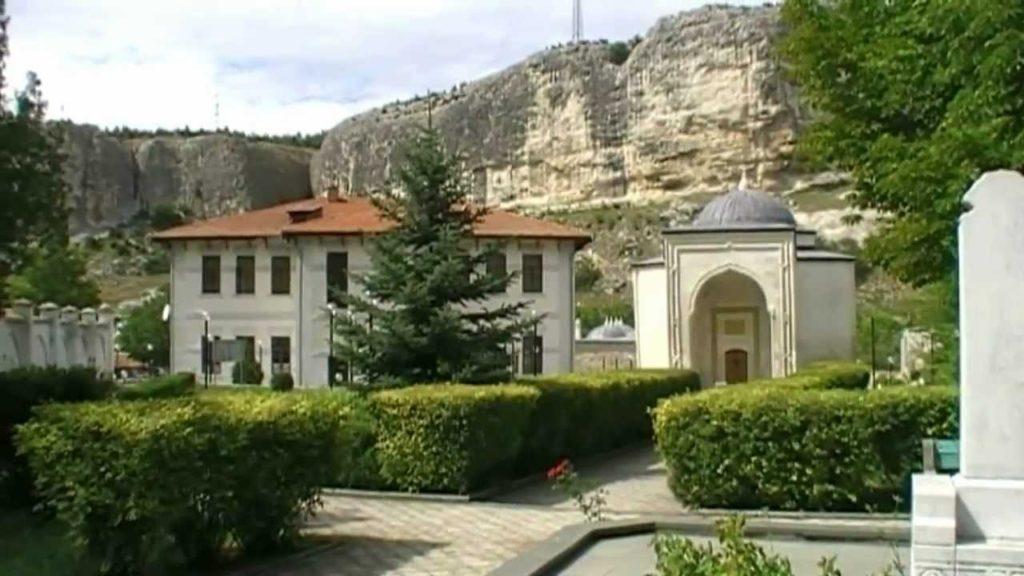 Древний мавзолей в Бахчисарае