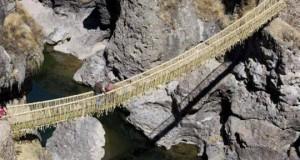Висячий мост из травы в Перу