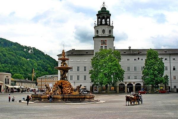 Центральная площадь города Резиденцплац