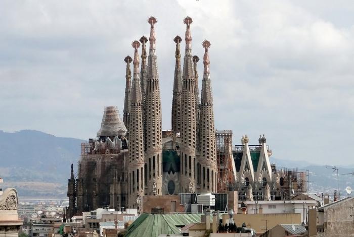 Саграда Фамилия (Барселона)