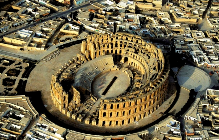 Колизей в городе Эль-Джем
