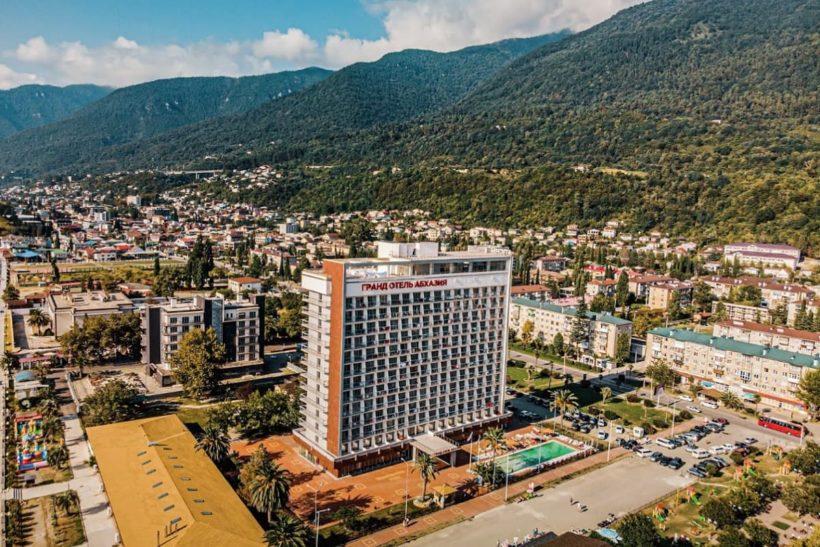 Топ 5 лучших гостиниц и отелей в Гаграх на берегу моря